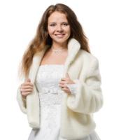 Белое платье и белая шуба: главные наряды на свадьбу