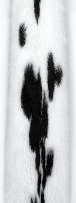 Норка ягуар (jaguar). Белая норка с черными пятнами.