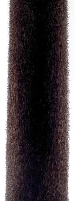 Коричневая норка (scanbrown). В российской классификации: стандартная темно-коричневая норка (СТК). Темный оттенок коричневой норки.