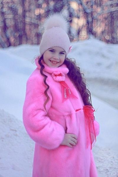 Розовые шубки для маленьких модниц