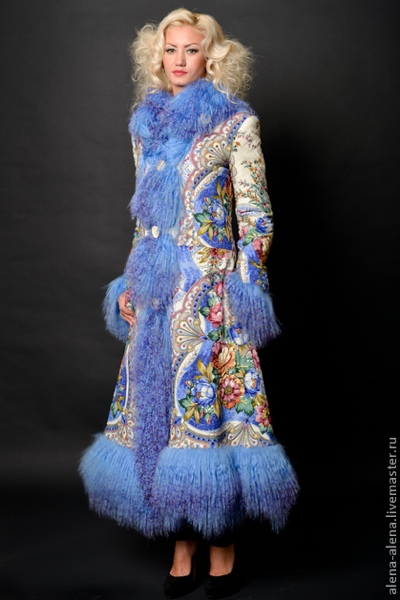 Пальто из павлопосадских платков, комбинированных с мехом от Алёны Нестеровой