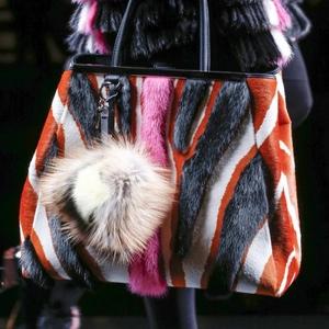 Меховые сумки: самый «трендовый тренд» сезона!