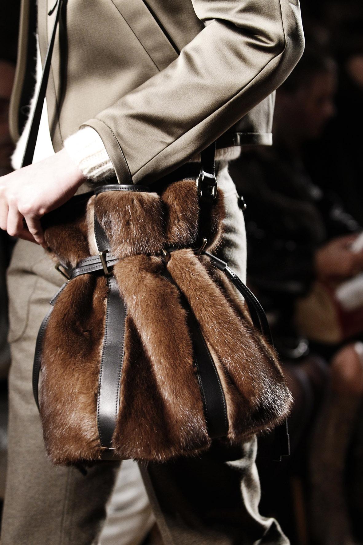 Меховая сумка от Barbara Bui