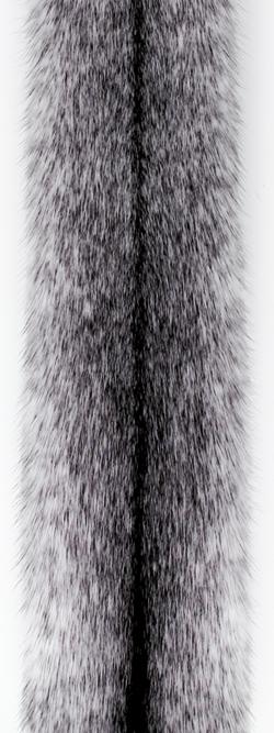 Норка крестовка/блэк-кросс (black cross). Белая норка с черными отметинами вдоль спинки.