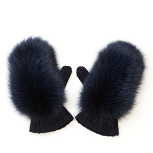 Варежки из натурального меха: тепло и модно