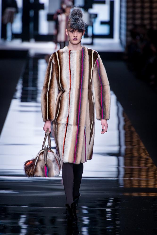Меха от Fendi на показе в Милане, коллекция осень-зима 2013-2014